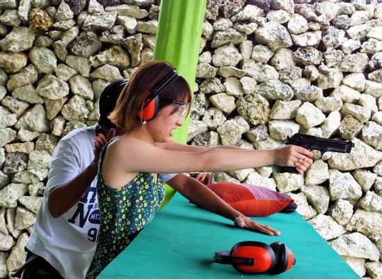 DSCF06s09拳銃